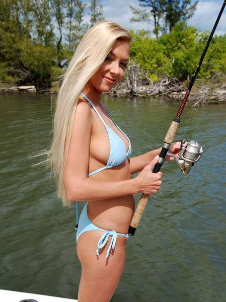 hot-girls-fishing-13